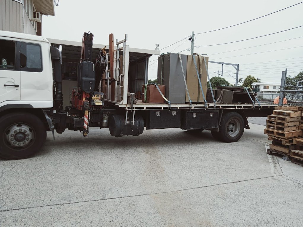 Crane truck with safes