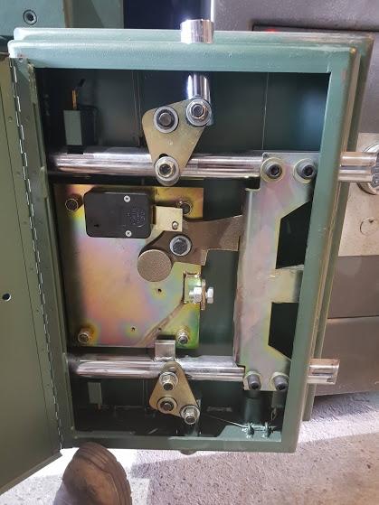 Safe lock mechanism